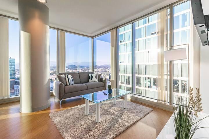 Gorgeous apartment amazing views in LA!