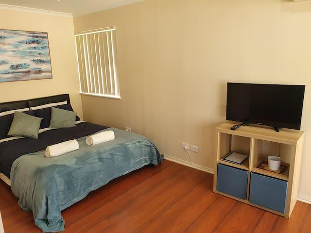 Cosy Studio Apartment Close QEH + Adelaide CBD