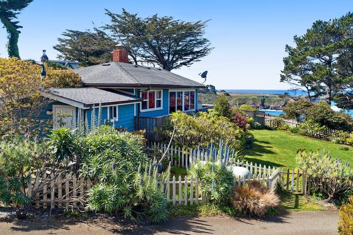 Oceanview Home plus Cottage & Studio w/ Free WiFi, a Gas Fireplace, & Decks