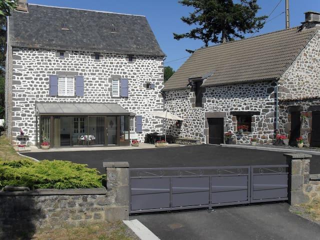 Gîte à la campagne (Saint-Flour, le Lioran) - Roffiac - Casa