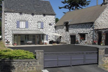 Gîte à la campagne (Saint-Flour, le Lioran) - Roffiac - Rumah