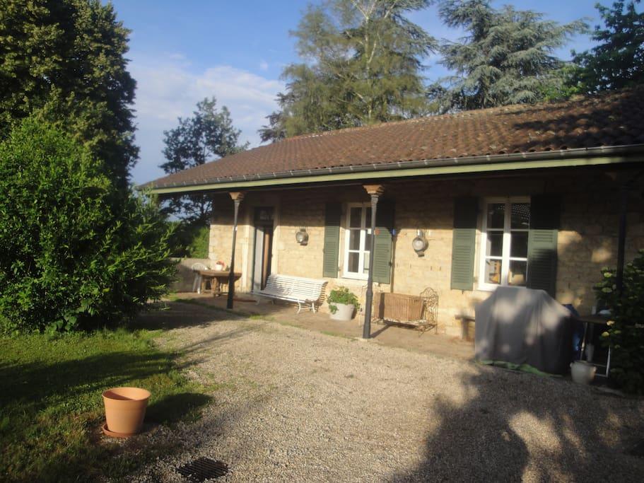 Photo d'accueil du logement de La Jeannette  : Salle de billard - 2 chambres - 1 salle de douche, lavabo, WC