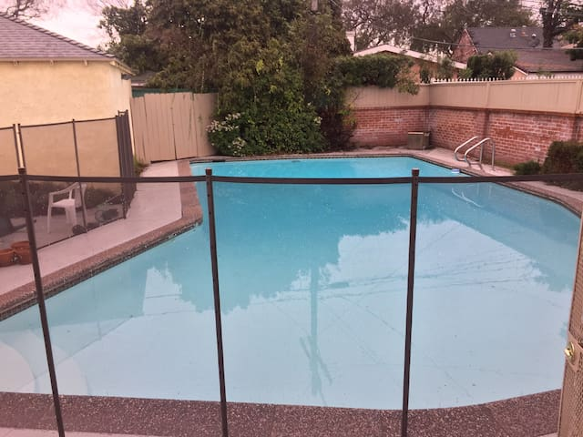 1 Bedroom in beautiful home w/pool