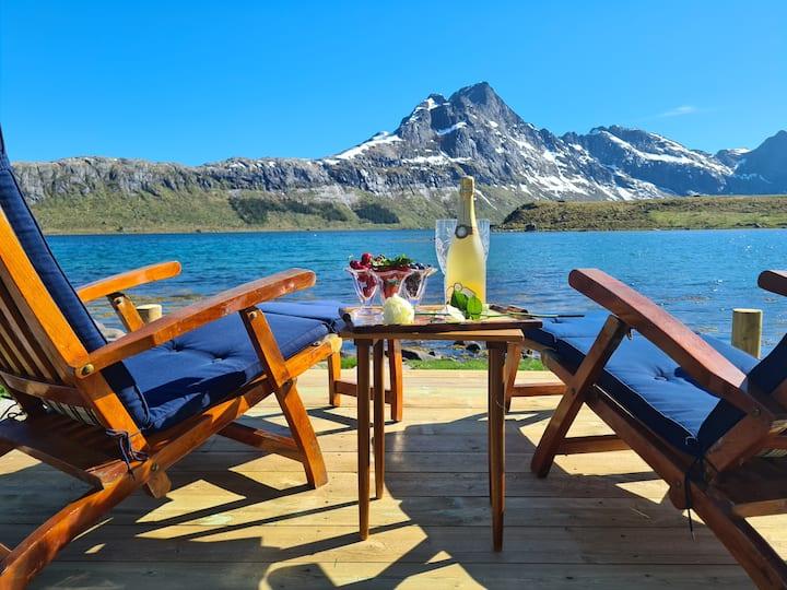 Ryten, Kvalvika i Lofoten. Nyoppusset grendeskole