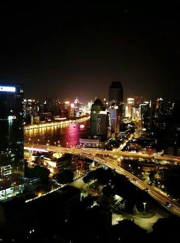 """东山口烈士陵园中心地带,东湖地铁站旁""""我们的窝""""---独享浪漫珠江夜景(含早餐) - Guangzhou - House"""