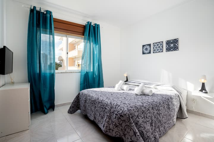 Jurya room! Comfort stay in Faro/Gambelas