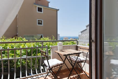 Near the beach, brand new apartment with sea view - Split