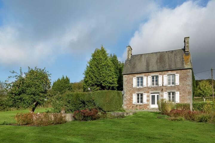 Casa de campo con Encanto en La Lande-d'Airou