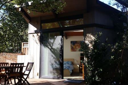 Modern Garden Studio in Palo Alto - Palo Alto