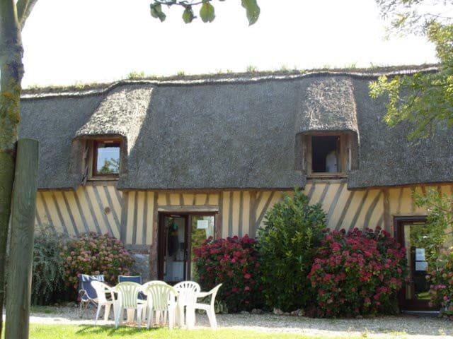 Berville sur Mer Thatched Cottage 4-6