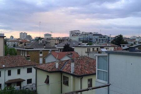 Lovely double room in Mestre (Venice)