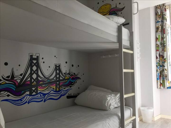 GOLDEN TRAM 242 - 8 BED FEMALE ROOM / SHARED ROOM