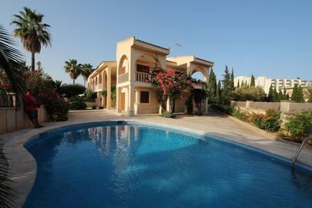 Villa con Piscina al lado de la Playa - Sa Coma