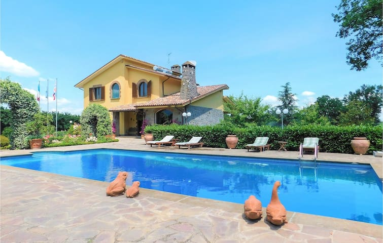 Holiday cottage with 4 bedrooms on 270m² in Bassano in Teverina