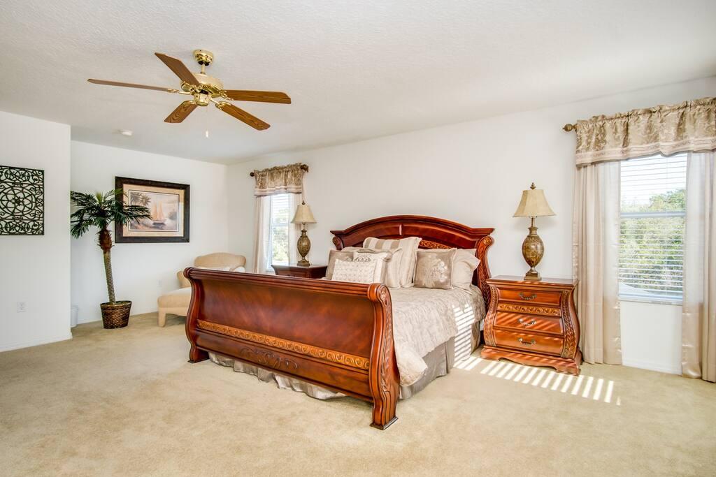 1st Massive Master Bedroom (King Bed)