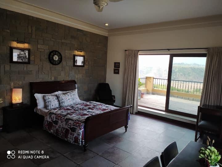 beautiful, affordable and convenient hilltop villa
