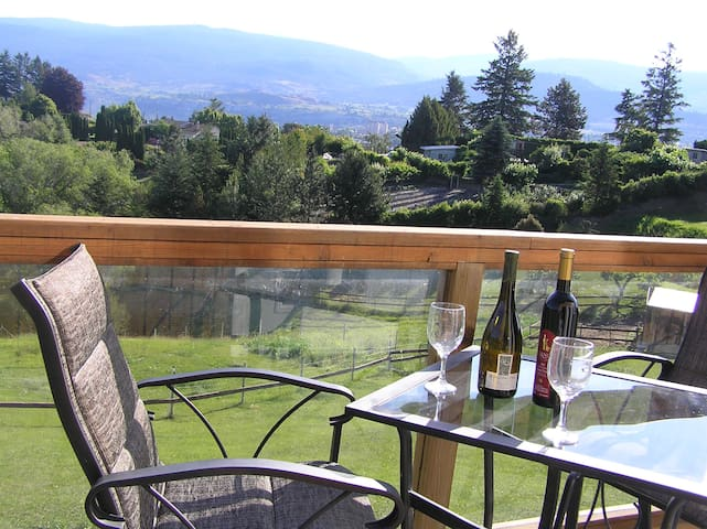 Private Studio Cottage - Penticton - กระท่อม