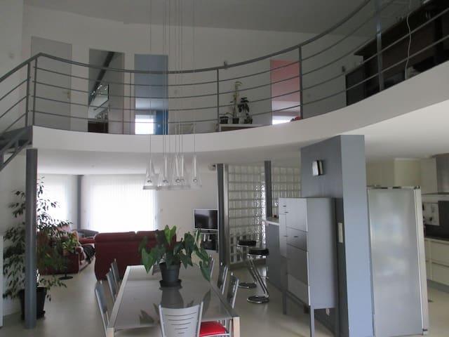 Mezzanine of 60M2-Futuroscope at 15'-Swimming pl