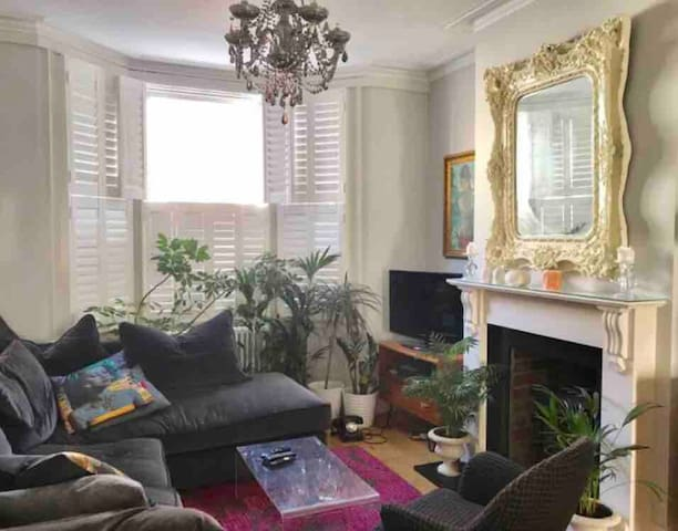 Beautiful one bedroom house in central Brighton