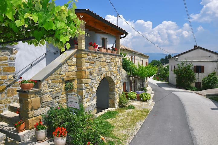 Three bedroom house with balcony Paz, Central Istria - Središnja Istra (K-16623)