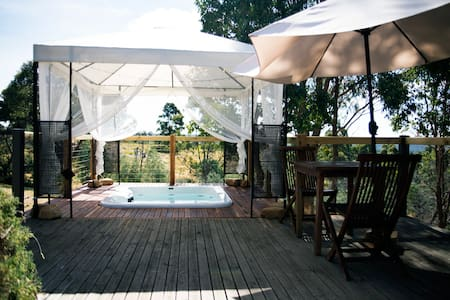 Avalon private spa villa - idyllic couples getaway