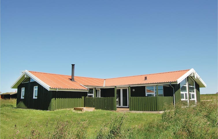 Holiday cottage with 4 bedrooms on 143m² in Løkken