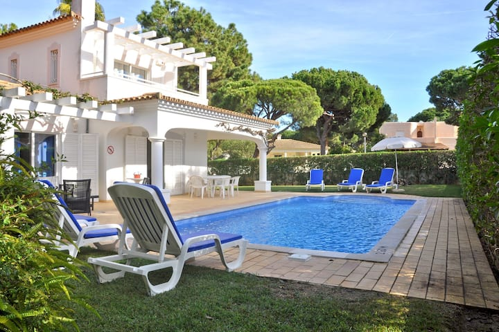 Comfortable holiday home with private swimming pool in Vilamoura