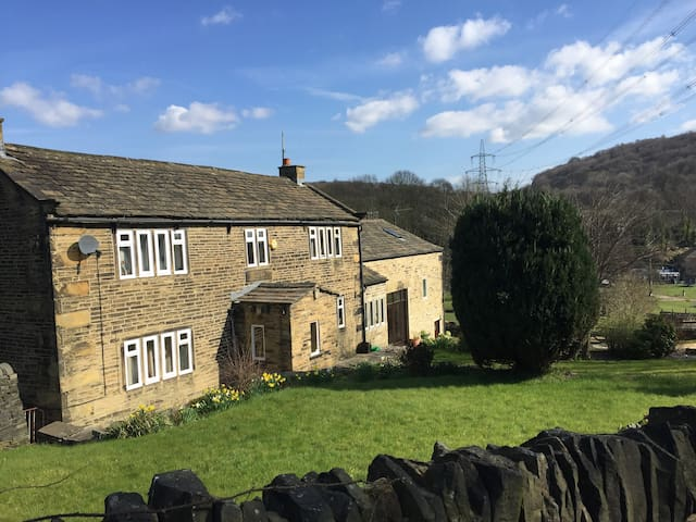 Apartment in converted stable block beautiful view - Halifax
