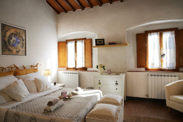 Shabby chic studio in the heart of  Florence