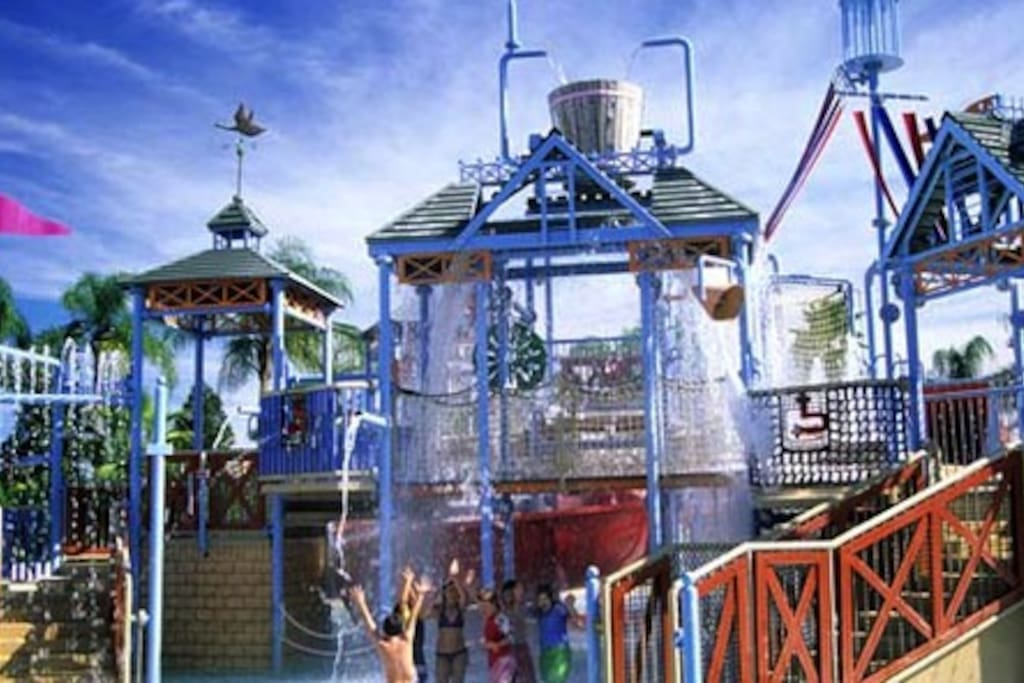 Slides and climbing frames at Reunion's water park