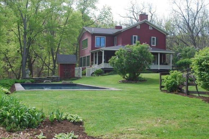 Gorgeous modern farmhouse in Treman Park