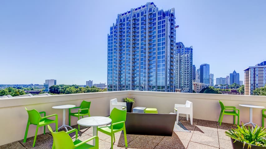 Rooftop terrace with breathtaking views to downtown (uptown) Charlotte