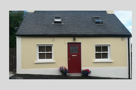Aunt Maggies Self Catering Cottage Borris