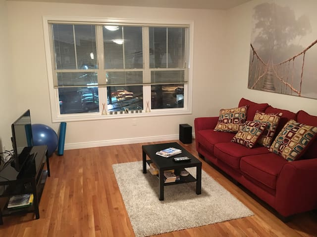Cozy Apt w/ Easy Access to City - East Newark - Leilighet