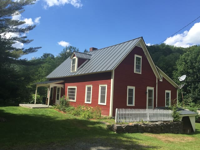 Vintage Vermont Cottage near Killington