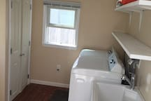 laundry room with washer/dryer, laminate flooring