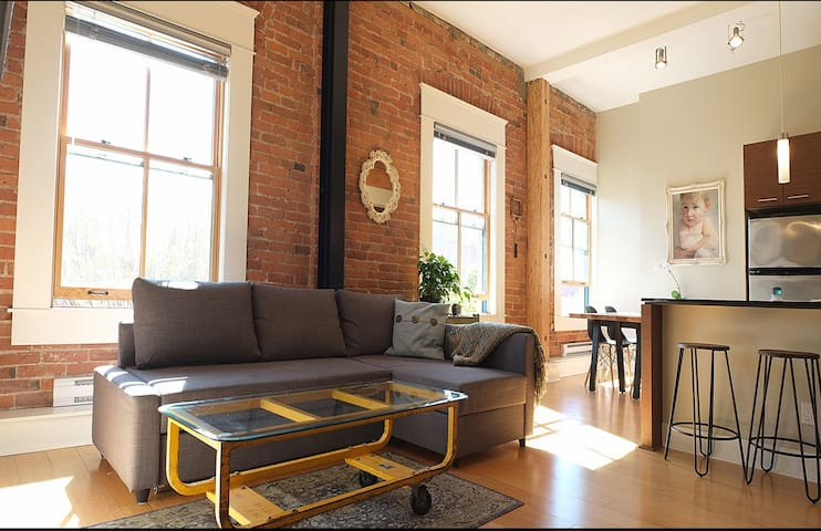 Historic artist's loft in the heart of old town