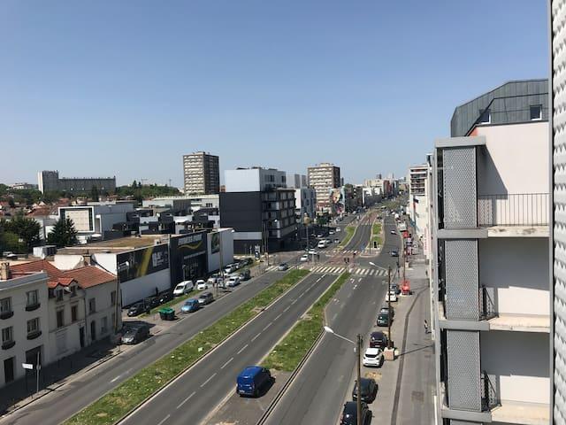 Vue de l'avenue de Stalingrad vers Paris.
