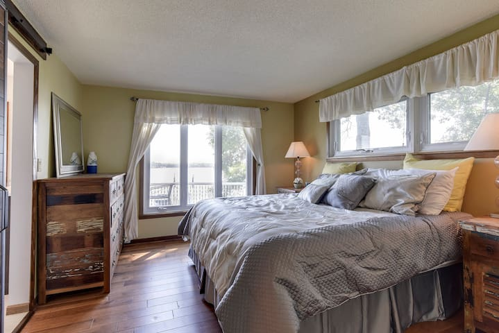 Upstairs Queen room has amazing views.  Watch the sunrise from bed!