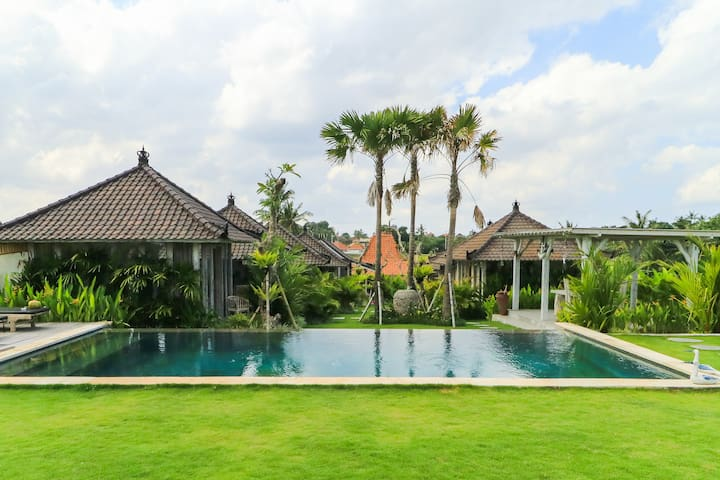 Tropical guesthouse on ricefield near to the beach