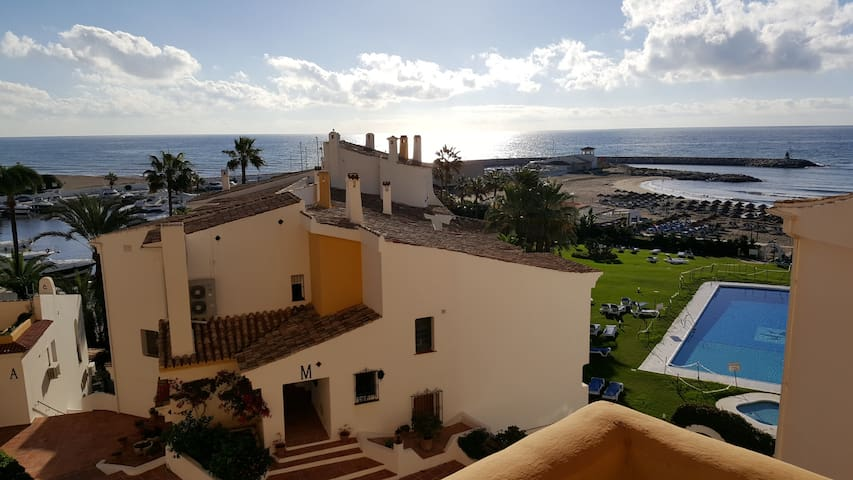 Beachfront Apartment in Puerto Cabopino - Marbella - Flat