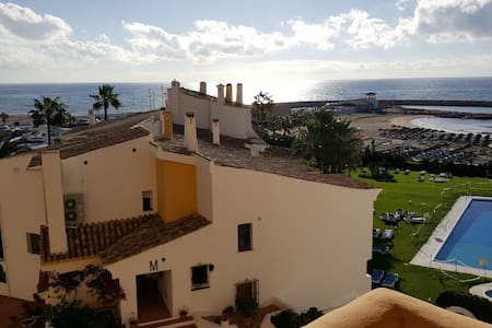 Beachfront Apartment in Puerto Cabopino - Marbella - Leilighet