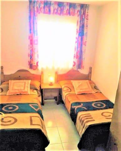 Dormitorio №2 con 2 camas 180x80 con airecondicionado