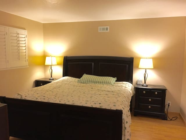 Stunning Master Bedroom with Private Bath Room - Fremont - Casa