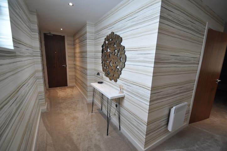 Marina 2 Bed Apartment - Minimum 3 night booking