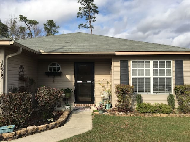 Cozy, Comfortable, Clean Home - Pensacola