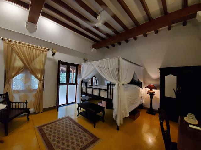 Private Room (Florence) & Pool in Garden Villa