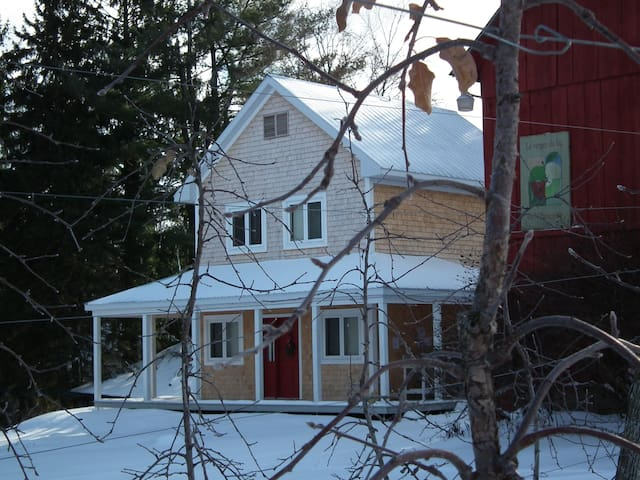 Cozy Little Orchard House in Dunham - Dunham - Hus