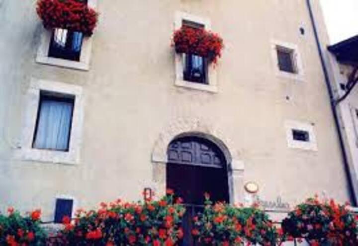 Fresilia, La Dimora nel Borgo di Opi