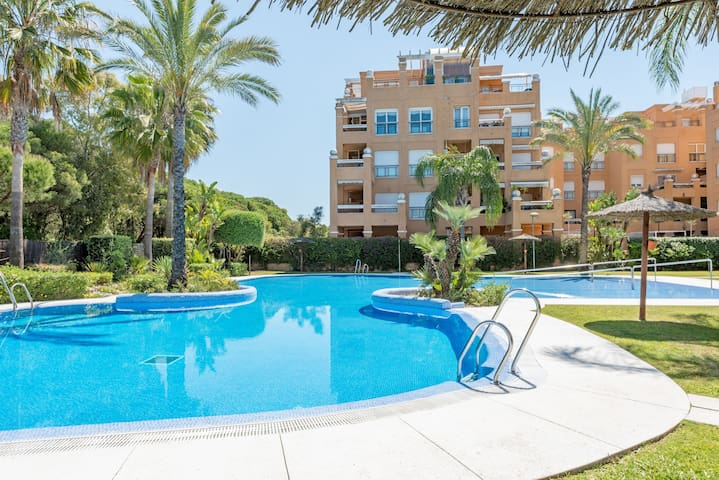 Air-conditioned Apartment with Wi-Fi, Pool, Children's Pool, Rooftop Terrace and Balcony